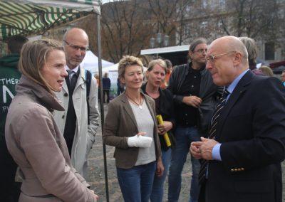 Bürgermeister Reinhard Limbach im Gespräch mit dem SAIN Team